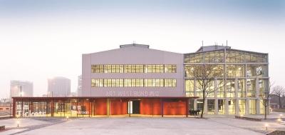 由旧仓库改建而来的西岸艺术中心,未来将成为更多艺术展览、文化交流活动的上海首站。