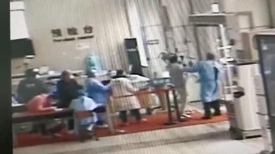 须眉送老婆产检本身拒测体温殴打病院保安 被行拘5日