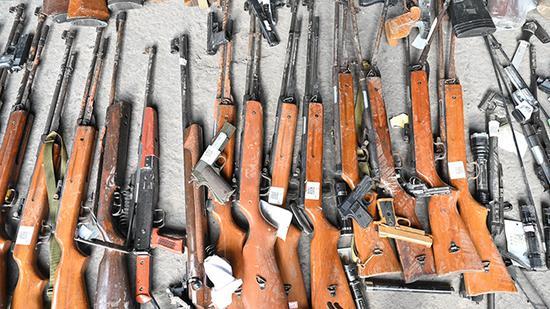 一批非法枪支、管制刀具在沪被集中销毁