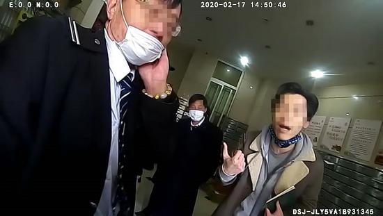 上海一男子未办通行证被阻打伤保安 已被依法行拘5日
