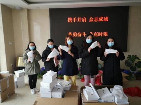 """虹口企业""""百丽国际""""为援鄂医疗队捐赠鞋服"""