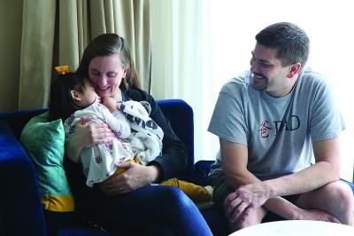 美国夫妇收养患病遗弃女婴三年 现回沪寻亲线索寥寥