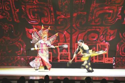 武生演员奚中路演绎《挑滑车》片段。本报记者叶辰亮摄