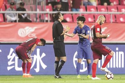 张璐在上半时替补出场1分钟就被罚下,也成了比赛的转折点。东方IC