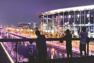国家会展中心(上海)周边以及虹桥商务区的灯光景观照明进入调试阶段,营造出一派流光溢彩的景象。本报记者赵立荣摄