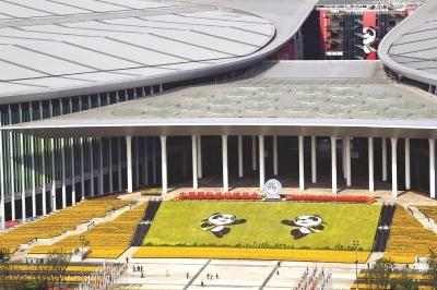 进博会溢出效应在上海持续放大、热力涌动。图为国家会展中心(上海)。本报记者刘栋摄