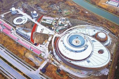 上海天文馆(上海科技馆分馆)预计今年下半年建筑安装工程竣工,2020年底展示工程基本完成,3年内具备开放条件。◆航拍建设中的上海天文馆。