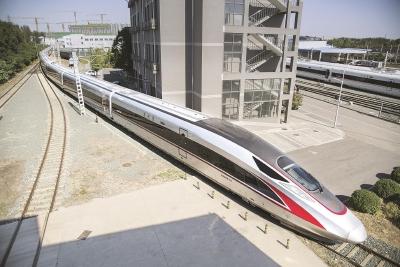 17辆编组超长版复兴号现身 明年将投入京沪高铁运营