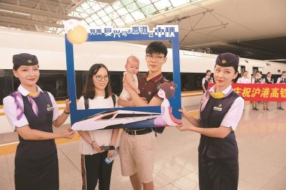 广深港高铁香港段开通运营 沪港两地跨入高铁直通时代
