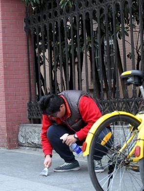 上海新进公务员体验环卫工人角色