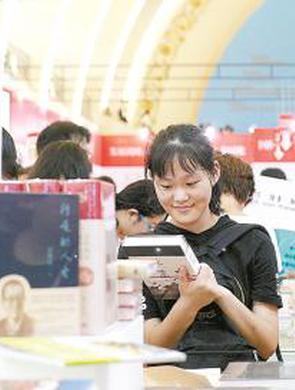 上海书展周六迎大客流
