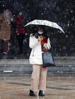 上海昨迎2018年冬第一场雪