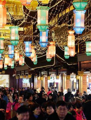 上海豫园:灯海人潮迎新春