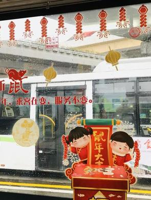 上海公交站、公交车华丽变身 圈粉无数