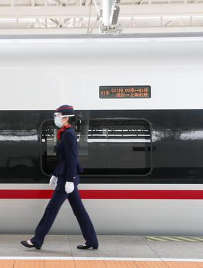 武汉解封后首趟入沪高铁抵达上海虹桥