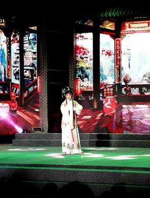 上海:市民合唱节点亮夜生活
