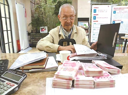 上海一市民6年累计捐款20余万元 部分老人捐款被劝退