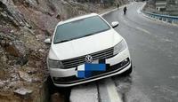 直击寒潮:结冰路面行车要注意哪些