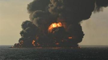 桑吉轮沉没大量油污在海面燃烧