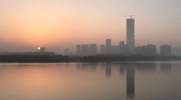 申城清晨大雾弥漫