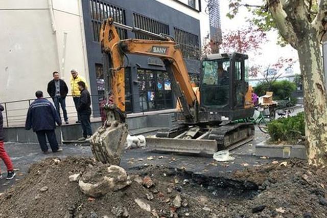 新闸路近昌化路发生爆燃 系地下天然气管道损坏泄漏
