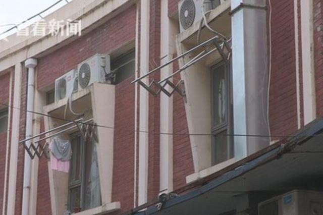 房东违建56间公寓致粪管超负荷 居民:坐马桶屁股像淋雨