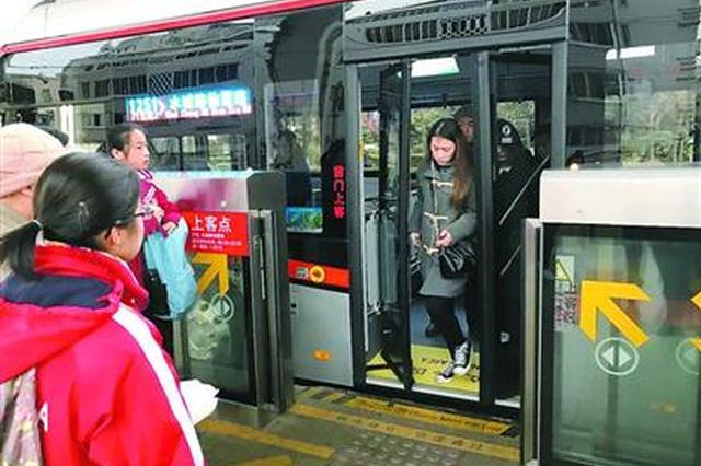 中运量公交两条接驳支线开通 与71路同站零距离换乘