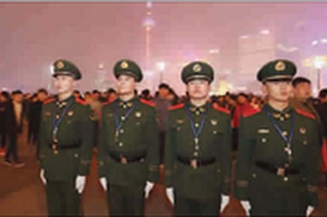 沪上4000多名武警跨年执勤保平安 加大巡逻密度