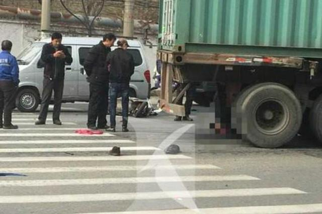 浦东大道一男子骑车遭大型车撞击碾压 不幸身亡