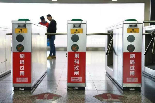 地铁刷码进站首日整体流畅 乘客知晓率和使用率仍较低