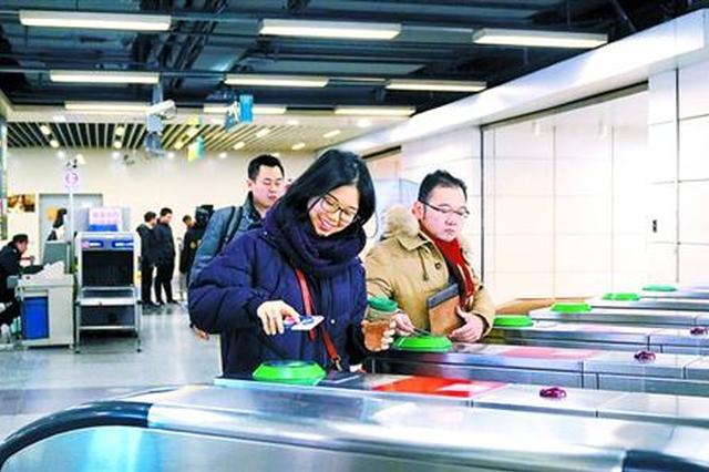 上海地铁全面试行扫码进站 每站至少有2进2出闸机开通