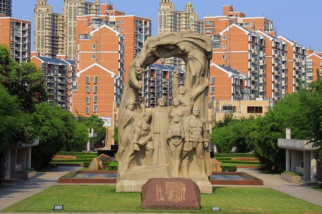 龙华烈士陵园内有人跳广场舞 市民政局:禁过度化娱乐