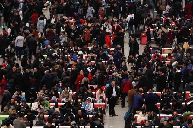 上海增开50趟列车 铁路部门提醒网购票旅客提前取票