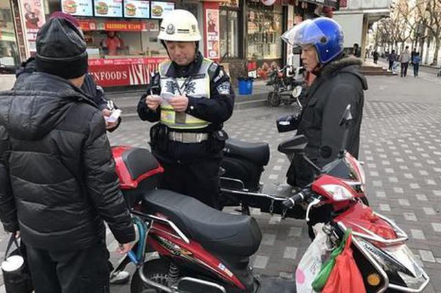杨浦警方视频+实兵内巡外查 查处1.3万余起交通违法