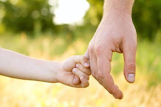 牵妈妈的手成春节最暖心活动 释放人们对亲情眷恋