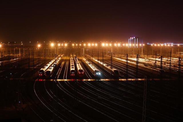 节后首个工作日 长三角铁路客发量占全国近五分之一
