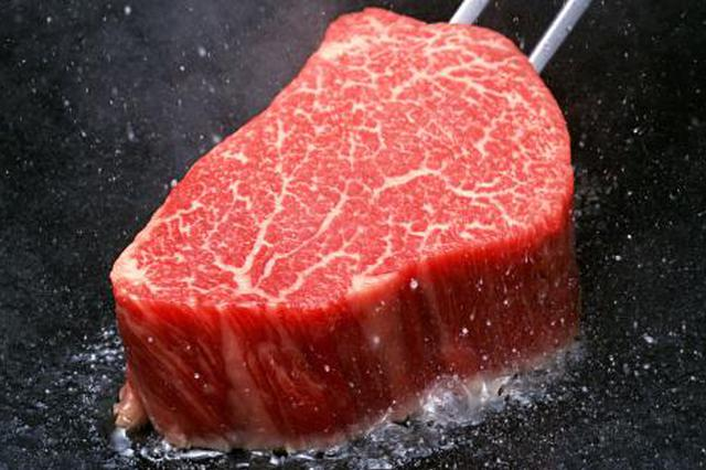 白俄罗斯成中国牛肉进口准入国 一批冷冻牛肉运抵上海