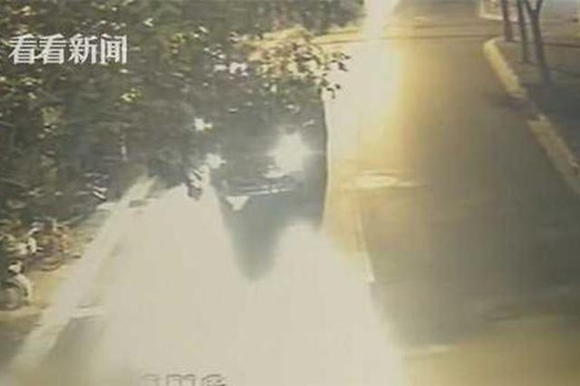 网约车司机嫌出租车开得慢 加速超车斜插引冲突