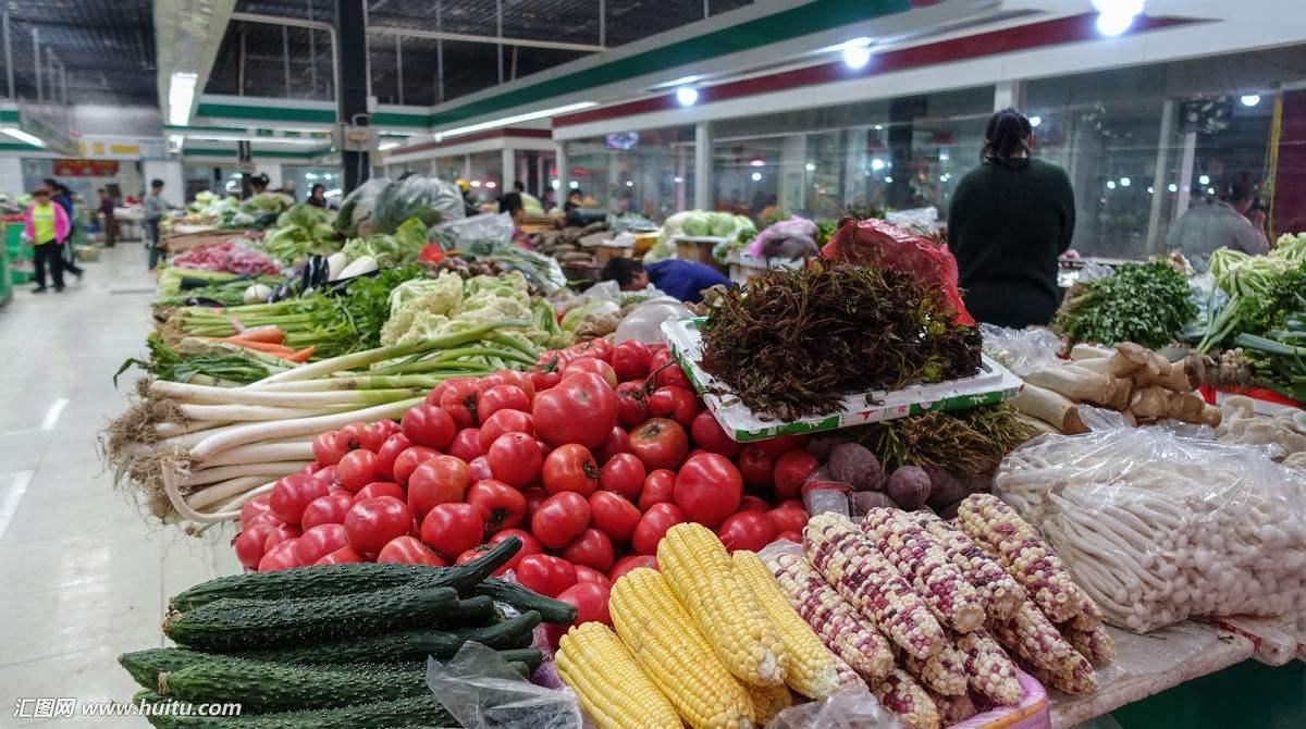 沪一菜市场春节期间不打烊 摊主一天营业额最高1.6万