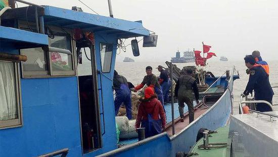 视频:长江刀鱼零星上市 每斤单价最贵高达上千元