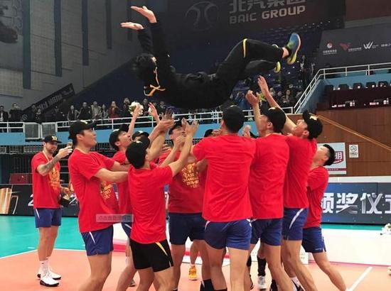 上海男排总比分3比0闯入总决赛 京沪两队连续三年争冠