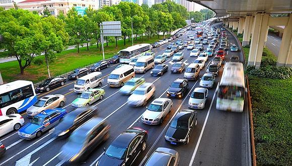 人大代表关注人车互让交通现象 建议制定具体细则