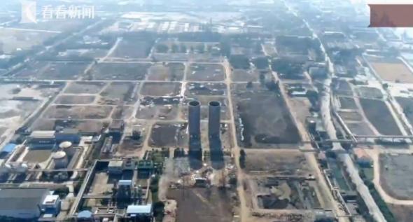 视频:高桥石化两座弃用火炬塔成功爆破拆除