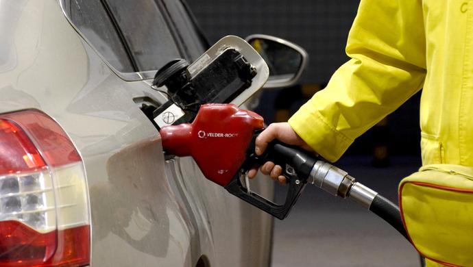 2018年国内成品油价迎来首涨 加满一箱油多花7块钱