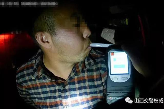 晋城一司机派出所二出三进 吊销驾证后依然无证酒驾