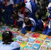 尖草坪区迎新街小学举行图书跳蚤市场活动