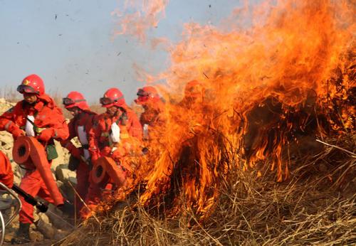 晋冀交界处山林火情基本控制 1600余人参与扑救