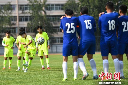 為期3天的中韓大學生足球邀請賽暨第二屆全國青年運動會測試賽在太原理工大學收官。 武俊杰 攝