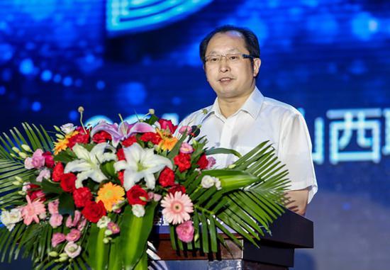 图为副省长王一新在大会上致辞。