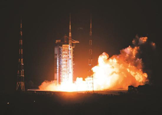 5月9日2时28分,我国在太原卫星发射中心用长征四号丙运载火箭成功发射高分五号卫星。 新华社发